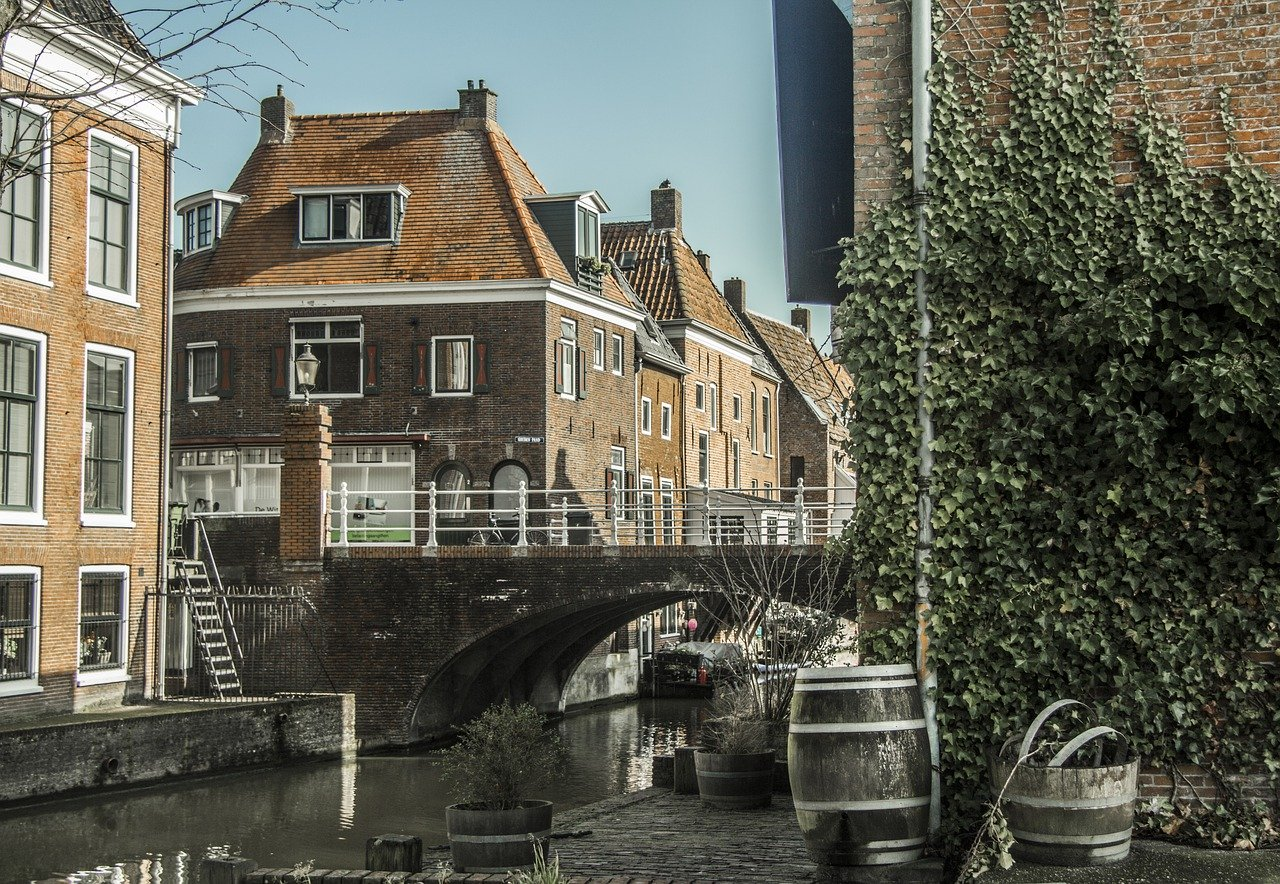 An In-Depth Guide to Amsterdam Luggage Storage