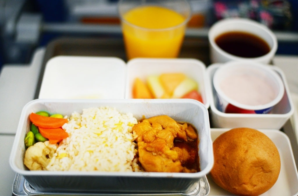 Sky Dining: Is Food Allowed on Planes?